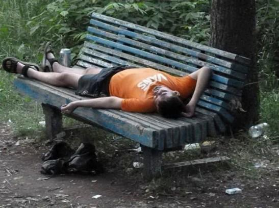 В парке пьяная