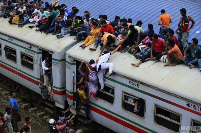 На работу в Бангладеш.
