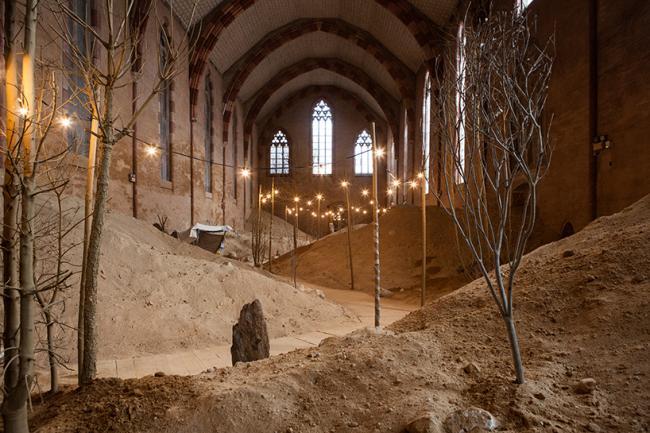 13 -тым веком наружу, новоделом изнутри.....