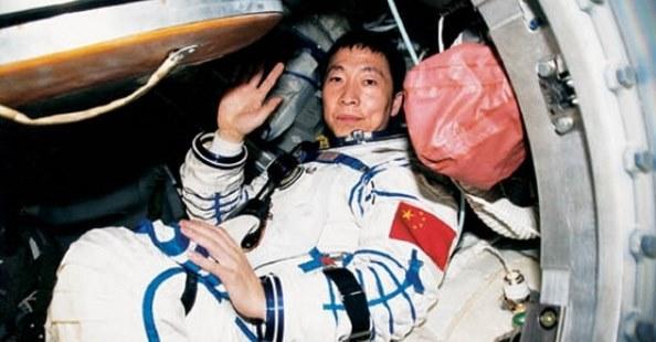 И тут снизу постучали.... Исповедь первого китайского космонавта.